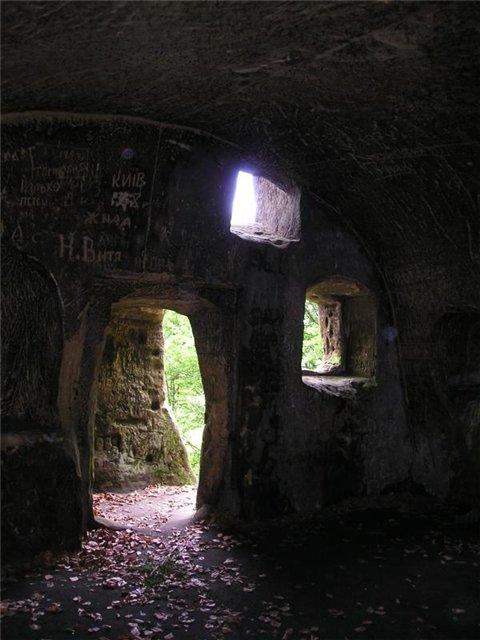 монастырь в розгире